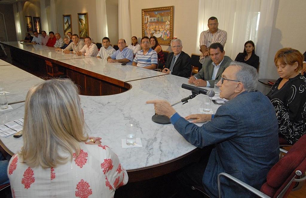 Prefeito LEANE participa de assinatura de convênio com o Governador