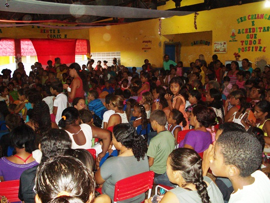 ESCOLA RESENDE ENCERRA ANO LETIVO COM GRANDE FESTA