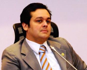 CARLOS FILHO MOSTRA QUEM MANDA