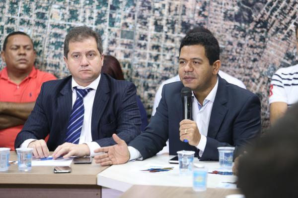 prefeitura-e-estado-entregam-lotes-do-parque-empresarial-e-anunciam-isencao-de-impostos-4009