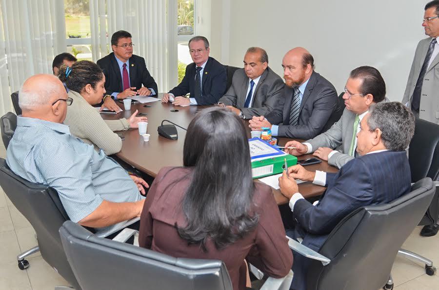 A reunião contou com a presença dos deputados Rigo Teles, Josimar de Maranhãozinho, Fábio Braga, Stênio Rezende, Levi Pontes, Francisca Primo e Cristovam Filho