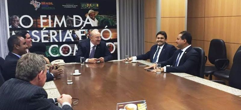 Os deputados maranhenses com o ministro