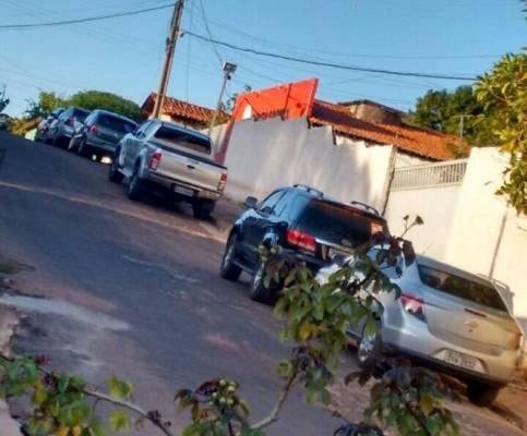 Carro de Antônio Pires flagrado em frente ao Sindicato durante reunião que sacramentou aliança